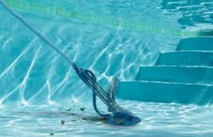 كيفية تنظيف حمام السباحة
