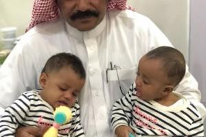 """اليمن الان / آخر تطورات قصة """" أم تعذب ابنتها"""" بجدة.. الطفلتان التوأم يمنيتان وأسرة سعودية تحتضنهما"""